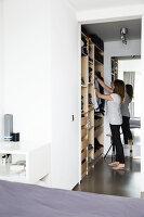 Bildno.: 11326389<br/><b>Feature: 11326350 - Guiding LIne</b><br/>Total revamp of house in Holland<br />living4media / Klazinga, Jansje
