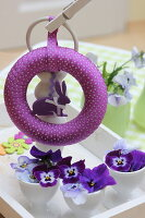 Bildno.: 11330239<br/><b>Feature: 11330203 - Welcoming the Easter Bunny</b><br/>Decorate for the Easter holidays using coloured eggs and miniature rabbits<br />living4media / Laing, Ruth
