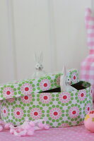 Bildno.: 11330241<br/><b>Feature: 11330203 - Welcoming the Easter Bunny</b><br/>Decorate for the Easter holidays using coloured eggs and miniature rabbits<br />living4media / Laing, Ruth