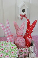 Bildno.: 11330243<br/><b>Feature: 11330203 - Welcoming the Easter Bunny</b><br/>Decorate for the Easter holidays using coloured eggs and miniature rabbits<br />living4media / Laing, Ruth