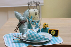 Bildno.: 11330249<br/><b>Feature: 11330203 - Welcoming the Easter Bunny</b><br/>Decorate for the Easter holidays using coloured eggs and miniature rabbits<br />living4media / Laing, Ruth
