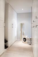 Bildno.: 11342705<br/><b>Feature: 11342672 - Norwegian Glamour</b><br/>Sleek and sumptuous home in Gj&#248;vik, Norway<br />living4media / Annette &amp; Christian