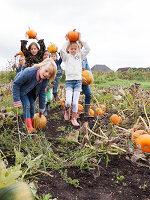 Bildno.: 11345907<br/><b>Feature: 11345897 - Pumpkin Party</b><br/>Pumpkins and Jack-o&#39;-Lanterns<br />living4media / Klazinga, Jansje