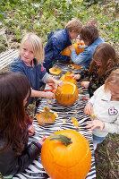Bildno.: 11345931<br/><b>Feature: 11345897 - Pumpkin Party</b><br/>Pumpkins and Jack-o&#39;-Lanterns<br />living4media / Klazinga, Jansje