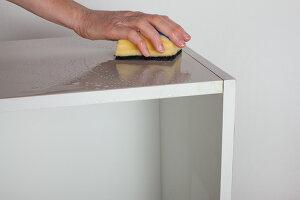 Bildnr.: 11345945<br/><b>Feature: 11345942 - 70er-Jahre Sideboard</b><br/>Upcycling-Projekt mit einem alten Sideboard, das zum Hingucker wird<br />living4media / L&#246;scher, Sabine
