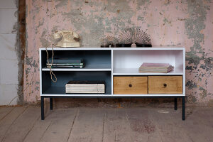 Bildnr.: 11345955<br/><b>Feature: 11345942 - 70er-Jahre Sideboard</b><br/>Upcycling-Projekt mit einem alten Sideboard, das zum Hingucker wird<br />living4media / L&#246;scher, Sabine