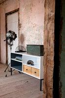 Bildnr.: 11345957<br/><b>Feature: 11345942 - 70er-Jahre Sideboard</b><br/>Upcycling-Projekt mit einem alten Sideboard, das zum Hingucker wird<br />living4media / L&#246;scher, Sabine