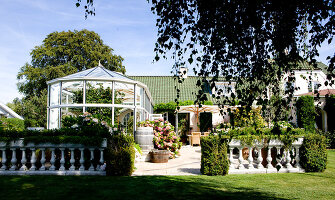 Bildno.: 11346247<br/><b>Feature: 11346225 - Secret Paradise</b><br/>Castle-style garden near Copenhagen<br />living4media / Lene-K