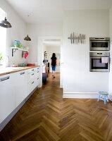 Bildno.: 11346405<br/><b>Feature: 11346397 - Copenhagen Classic</b><br/>A classic villa in Copenhagen, Denmark<br />living4media / Lene-K