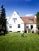 Bildno.: 11346431<br/><b>Feature: 11346397 - Copenhagen Classic</b><br/>A classic villa in Copenhagen, Denmark<br />living4media / Lene-K