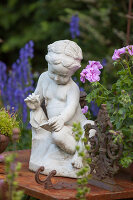 Bildno.: 11346655<br/><b>Feature: 11346627 - The Sculpture Garden</b><br/>Romantic garden in the Saurland, Germany<br />living4media / Pietrek, Sibylle