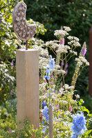 Bildno.: 11346667<br/><b>Feature: 11346627 - The Sculpture Garden</b><br/>Romantic garden in the Saurland, Germany<br />living4media / Pietrek, Sibylle