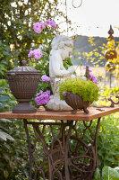 Bildno.: 11346669<br/><b>Feature: 11346627 - The Sculpture Garden</b><br/>Romantic garden in the Saurland, Germany<br />living4media / Pietrek, Sibylle