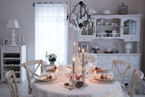Bildno.: 11349483<br/><b>Feature: 11349445 - Holiday Romance</b><br/>Shabby-chic house in Koblenz, Germany<br />living4media / Craven, Dorothea