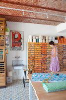 Bildnr.: 11350239<br/><b>Feature: 11350203 - Annamariekes Kreativ-Welt</b><br/>Atelier und Privathaus unter dem Dach in Belgien<br />living4media / Claessens, Bieke