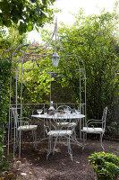Bildno.: 11350811<br/><b>Feature: 11350807 - Romantic Setting</b><br/>A romantic villa in Rouen, France<br />living4media / Hallot, Olivier