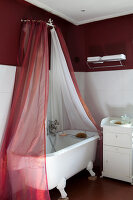 Bildno.: 11350843<br/><b>Feature: 11350807 - Romantic Setting</b><br/>A romantic villa in Rouen, France<br />living4media / Hallot, Olivier