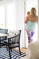 Bildnr.: 11352801<br/><b>Feature: 11352784 - Am Puls der Zeit</b><br/>Die Designerin Elise liebt den skandinavischen Grafik-Stil<br />living4media / M&#246;ller, Cecilia