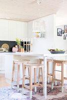 Bildnr.: 11352807<br/><b>Feature: 11352784 - Am Puls der Zeit</b><br/>Die Designerin Elise liebt den skandinavischen Grafik-Stil<br />living4media / M&#246;ller, Cecilia