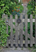 Bildno.: 11353813<br/><b>Feature: 11353802 - Divide and Conquer</b><br/>How to deal with gates and fences in your garden<br />living4media / Great Stock!