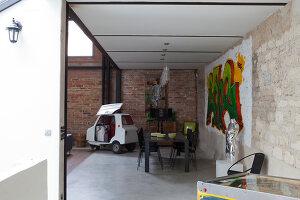 Bildnr.: 11358025<br/><b>Feature: 11358017 - Graffitis im Loft</b><br/>Franz&#246;sisches Loft mit einem Hang zur Extravaganz<br />living4media / Hallot, Olivier