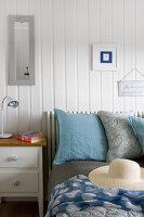 Bildnr.: 11358137<br/><b>Feature: 11358121 - Strandcottage</b><br/>Anne hat ihr kleines Haus in klassisch maritimen Stil eingerichtet, Norwegen<br />living4media / Annette &amp; Christian