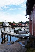 Bildnr.: 11358139<br/><b>Feature: 11358121 - Strandcottage</b><br/>Anne hat ihr kleines Haus in klassisch maritimen Stil eingerichtet, Norwegen<br />living4media / Annette &amp; Christian