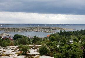 Bildnr.: 11358145<br/><b>Feature: 11358121 - Strandcottage</b><br/>Anne hat ihr kleines Haus in klassisch maritimen Stil eingerichtet, Norwegen<br />living4media / Annette &amp; Christian