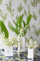 Bildno.: 11370645<br/><b>Feature: 11370640 - In the Month of May</b><br/>Decorating with lily of the valley arrangements<br />living4media / Nordstrom, Annette