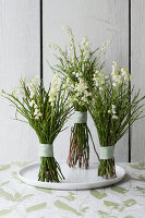 Bildno.: 11370649<br/><b>Feature: 11370640 - In the Month of May</b><br/>Decorating with lily of the valley arrangements<br />living4media / Nordstrom, Annette