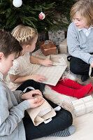 Bildnr.: 11370713<br/><b>Feature: 11370683 - Behagliches Weihnachtsfest</b><br/>Wei&#223;e Weihnachten im Kreis der Familie auf schwedische Art<br />living4media / M&#246;ller, Cecilia