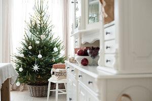 Bildnr.: 11370717<br/><b>Feature: 11370683 - Behagliches Weihnachtsfest</b><br/>Wei&#223;e Weihnachten im Kreis der Familie auf schwedische Art<br />living4media / M&#246;ller, Cecilia