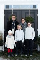 Bildnr.: 11370729<br/><b>Feature: 11370683 - Behagliches Weihnachtsfest</b><br/>Wei&#223;e Weihnachten im Kreis der Familie auf schwedische Art<br />living4media / M&#246;ller, Cecilia