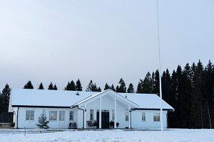 Bildnr.: 11370733<br/><b>Feature: 11370683 - Behagliches Weihnachtsfest</b><br/>Wei&#223;e Weihnachten im Kreis der Familie auf schwedische Art<br />living4media / M&#246;ller, Cecilia