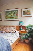 Bildnr.: 11373345<br/><b>Feature: 11373326 - Nat&#252;rlicher Charme</b><br/>Die Retro-Liebhaberin Sass lebt in einem Haus aus kalifornischem Holz<br />living4media / Jeffcott, Natalie