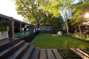 Bildno.: 11382443<br/><b>Feature: 11382433 - Dramatic Outdoor Spaces</b><br/>Contemporary split-level garden in Parkmore, Johannesburg<br />living4media / Great Stock!