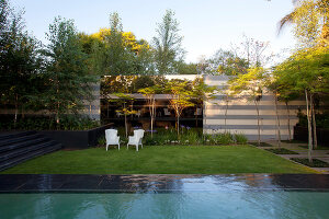 Bildno.: 11382447<br/><b>Feature: 11382433 - Dramatic Outdoor Spaces</b><br/>Contemporary split-level garden in Parkmore, Johannesburg<br />living4media / Great Stock!