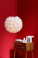 Bildnr.: 11382735<br/><b>Feature: 11382733 - Knick-Licht</b><br/>Mit einfacher Falttechnik gelingt diese selbstgemachte Designerlampe<br />living4media / R&#252;ggeberg, Thordis