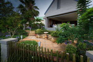 Bildno.: 11383139<br/><b>Feature: 11383132 - Indigenous Garden</b><br/>Low-maintenance country garden in Hartbeespoort<br />living4media / Great Stock!