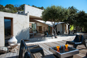 Bildno.: 11389247<br/><b>Feature: 11389067 - Open to the Wind</b><br/>House in the heart of Corsica<br />living4media / Madamour, Christophe
