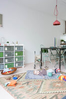 Bildno.: 11389599<br/><b>Feature: 11389566 - Savvy Living</b><br/>Bright and quirky family home in the Netherlands<br />living4media / Marder, Holly