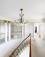 Zdjęcie numer: 11394437<br/><b>Feature: 11394353 - Updated History</b><br/>A listed building, Belfield House once again commands the Dorset coastline<br />living4media / Cox, Stuart