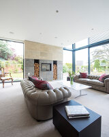Bildno.: 11395401<br/><b>Feature: 11395373 - Open for Light</b><br/>Clean and contemporary English home in Lymington, Hampshire<br />living4media / Cox, Stuart