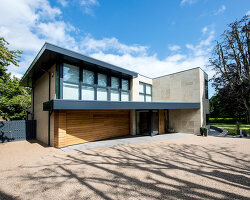 Bildno.: 11395493<br/><b>Feature: 11395373 - Open for Light</b><br/>Clean and contemporary English home in Lymington, Hampshire<br />living4media / Cox, Stuart
