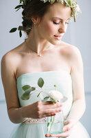 Bildno.: 11399519<br/><b>Feature: 11399471 - Floral Temptations</b><br/>Wedding accessories to complement the big day<br />living4media / Dogadaeva, Elizaveta