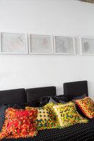 Bildnr.: 11401203<br/><b>Feature: 11401195 - Richtiger Blickwinkel</b><br/>Eine Berliner Altbauwohnung mit sch&#246;nen Stuckdecken und brasilianischer Kunst<br />living4media / Morath, Dagmar