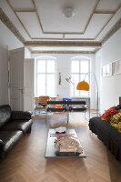 Bildnr.: 11401215<br/><b>Feature: 11401195 - Richtiger Blickwinkel</b><br/>Eine Berliner Altbauwohnung mit sch&#246;nen Stuckdecken und brasilianischer Kunst<br />living4media / Morath, Dagmar