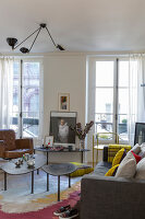 Bildno.: 11403143<br/><b>Feature: 11403127 - Parisian Charm</b><br/>Renovated apartment in Paris is full innovative ideas<br />living4media / Hallot, Olivier