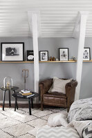 Bildno.: 11404437<br/><b>Feature: 11404431 - One Room, One Dream</b><br/>Grey is the dominent colour of this bedroom d&#233;cor<br />living4media / Annette &amp; Christian