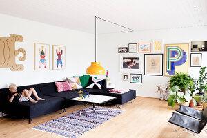 Bildnr.: 11407573<br/><b>Feature: 11407569 - D&#228;nisches-Design</b><br/>Dem Haus sieht man an, dass hier eine skandinavische Familie wohnt, Aarhus<br />living4media / Brandt, Jenny